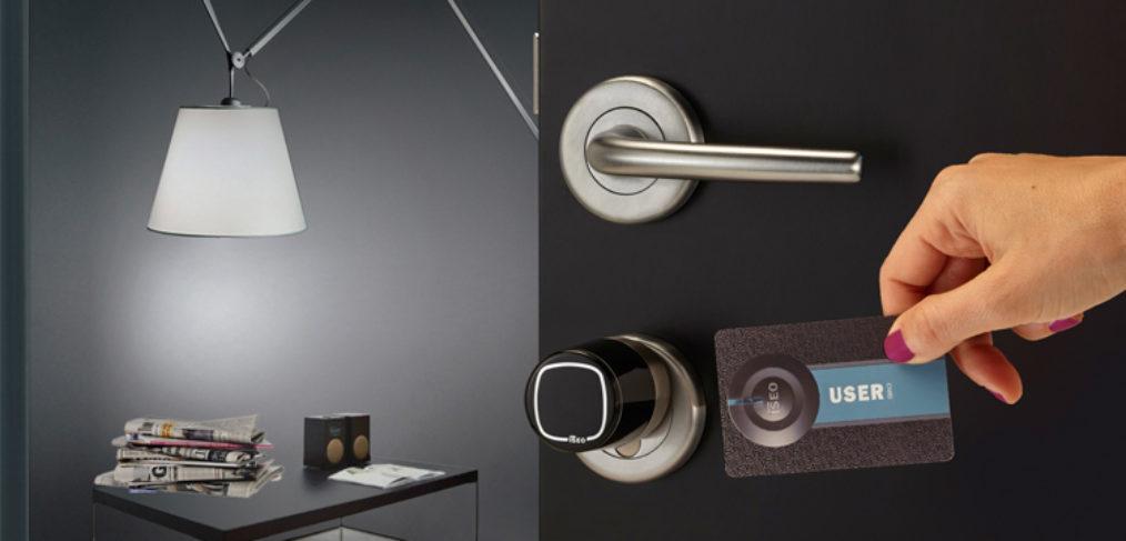 Aprire la porta di casa con una serratura intelligente di Iseo Serrature