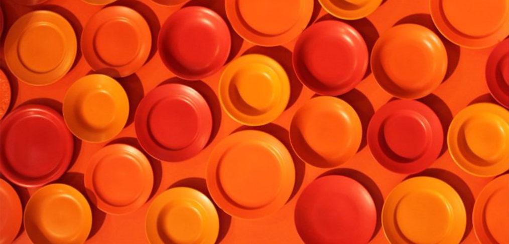 Piatti di colore arancione