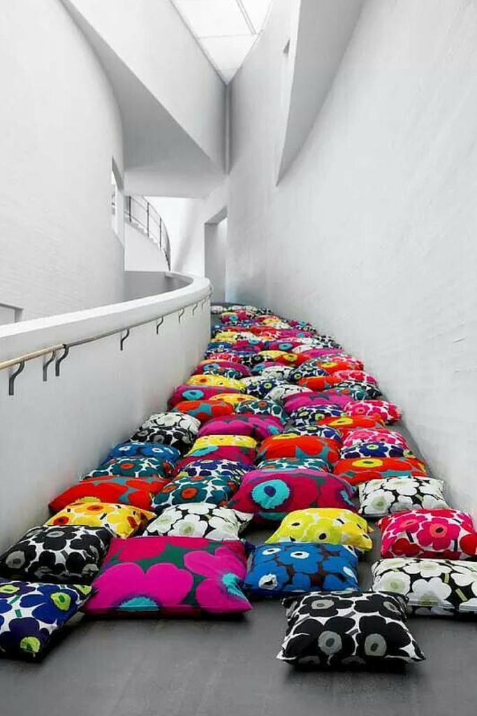 Cuscini Marimekko con papaveri colorati