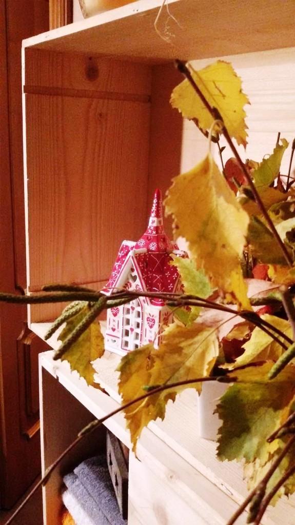 Riciclo creativo, casetta portacandela e foglie