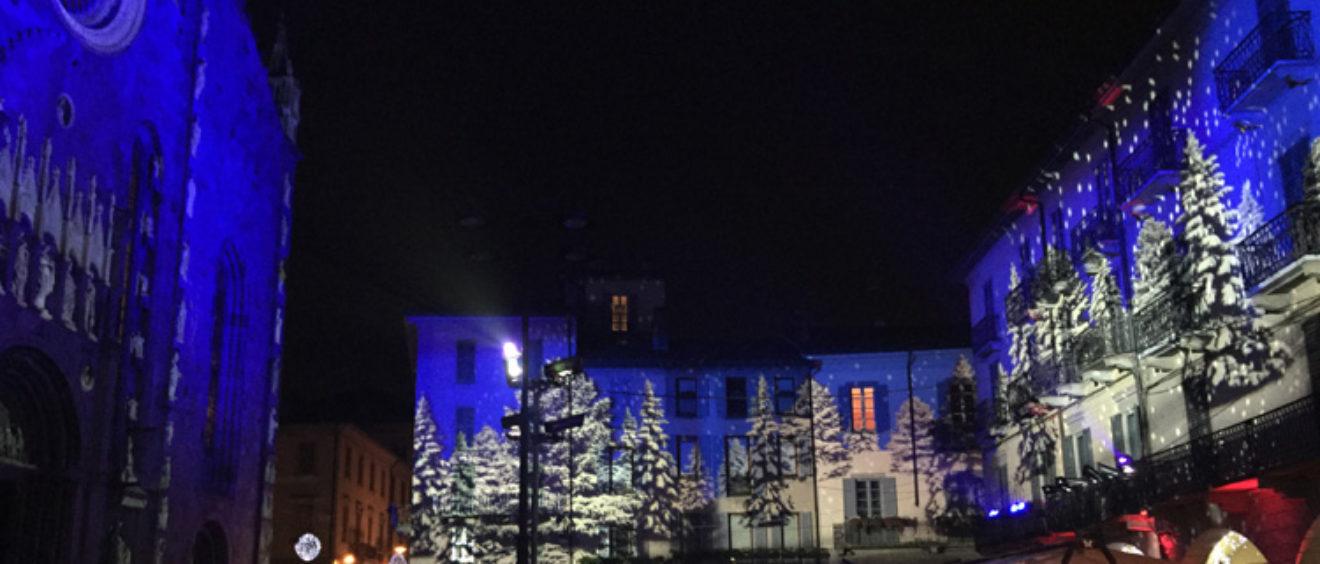 proiezioni natalizie sugli edifici di como