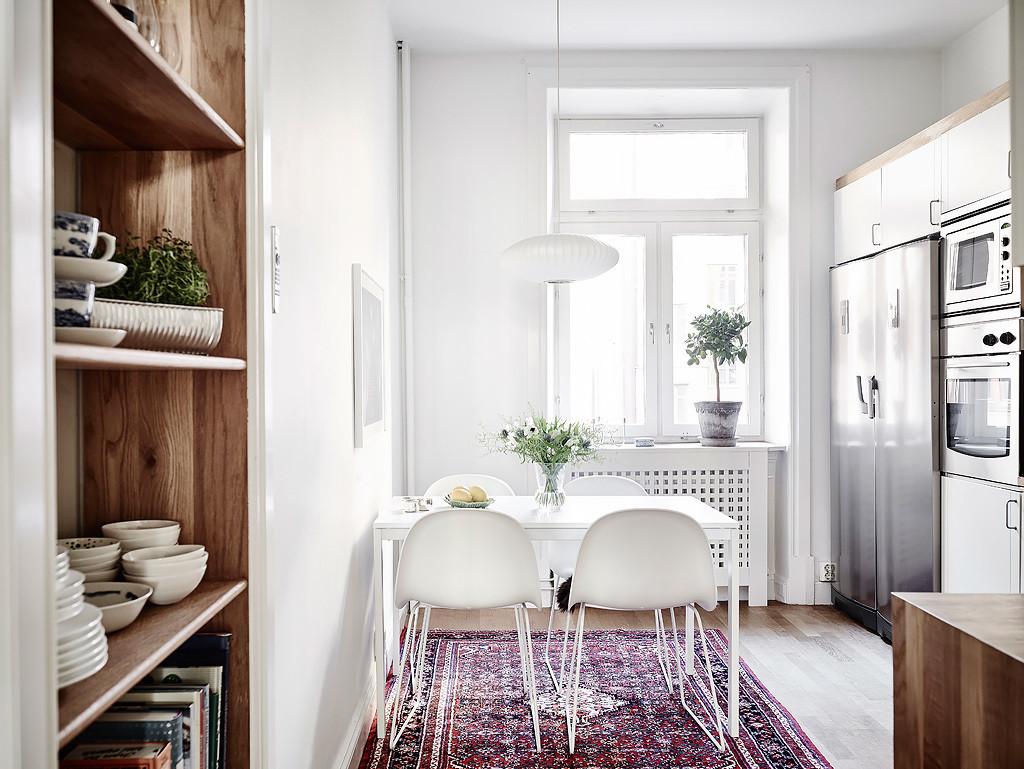 Casa Svedese Cucina In Stile Scandinavo Con Tavolo Da Pranzo Bianco #362018 1024 769 Tappeto Sotto Il Tavolo Da Pranzo