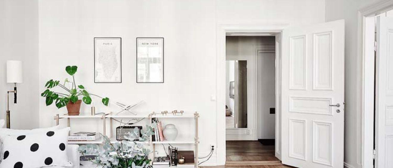 Casa svedese - libreria bianca e betulla