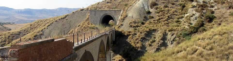 Ferrovia-abbandonata-dal-ponte-casa-cantoniera