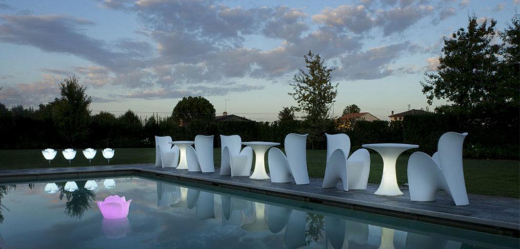 Arredo da esterno ambientato a Valencia a bordo piscina