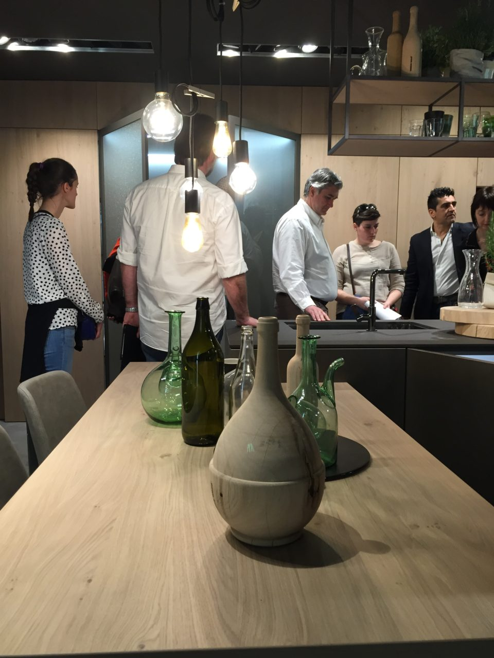 Snaidero cucina Opera con tavolo in legno naturale