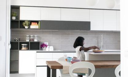 ambiente cucina corridoio tavolo legno