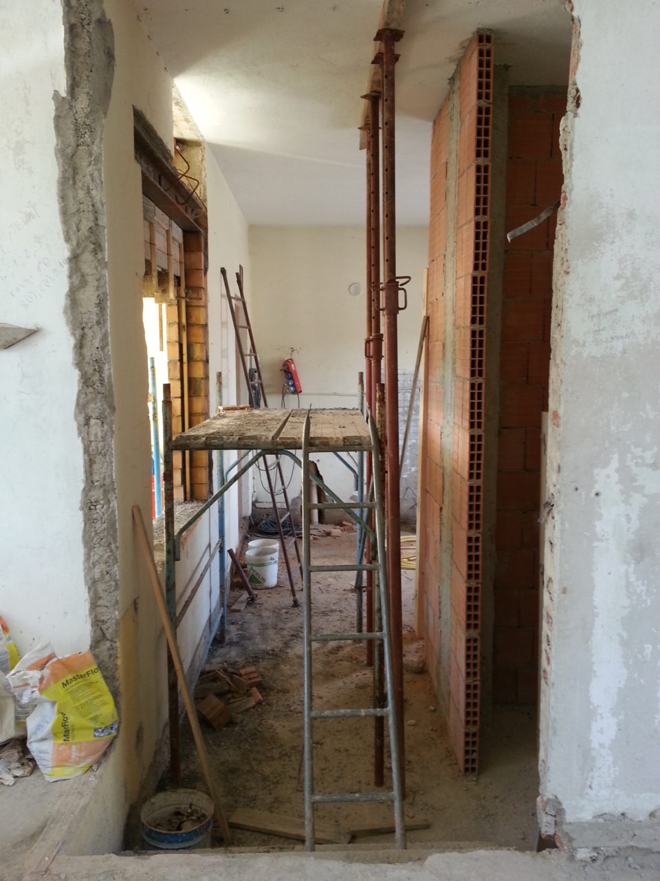 cucina lavori di ampliamento finestra