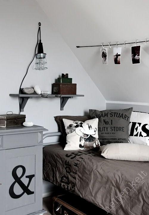 Letto imbottito grigio camera ragazzo