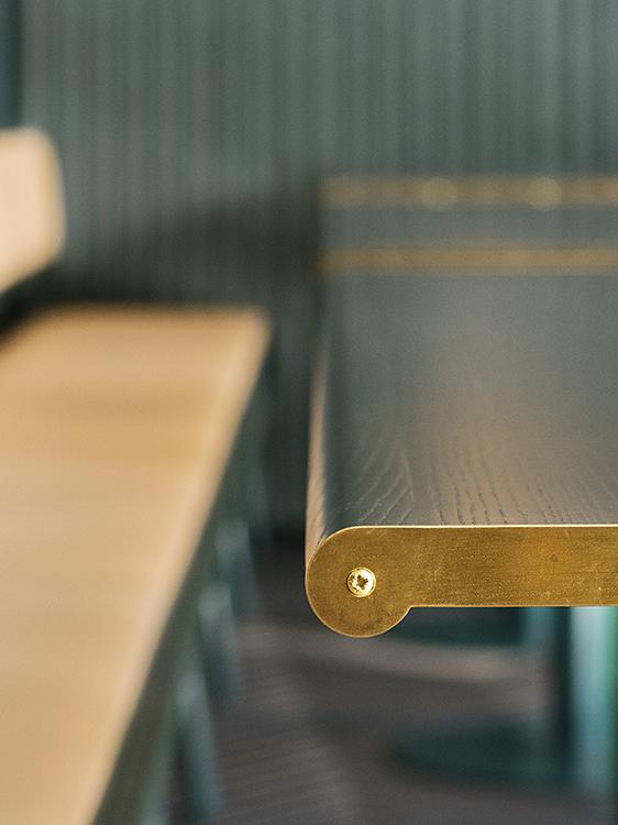 Ristorante Finefood dettaglio tavolo betulla