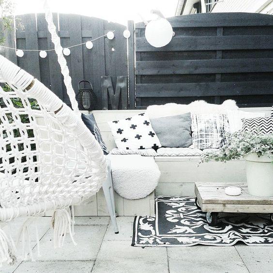 arredare il terrazzo in bianco e nero