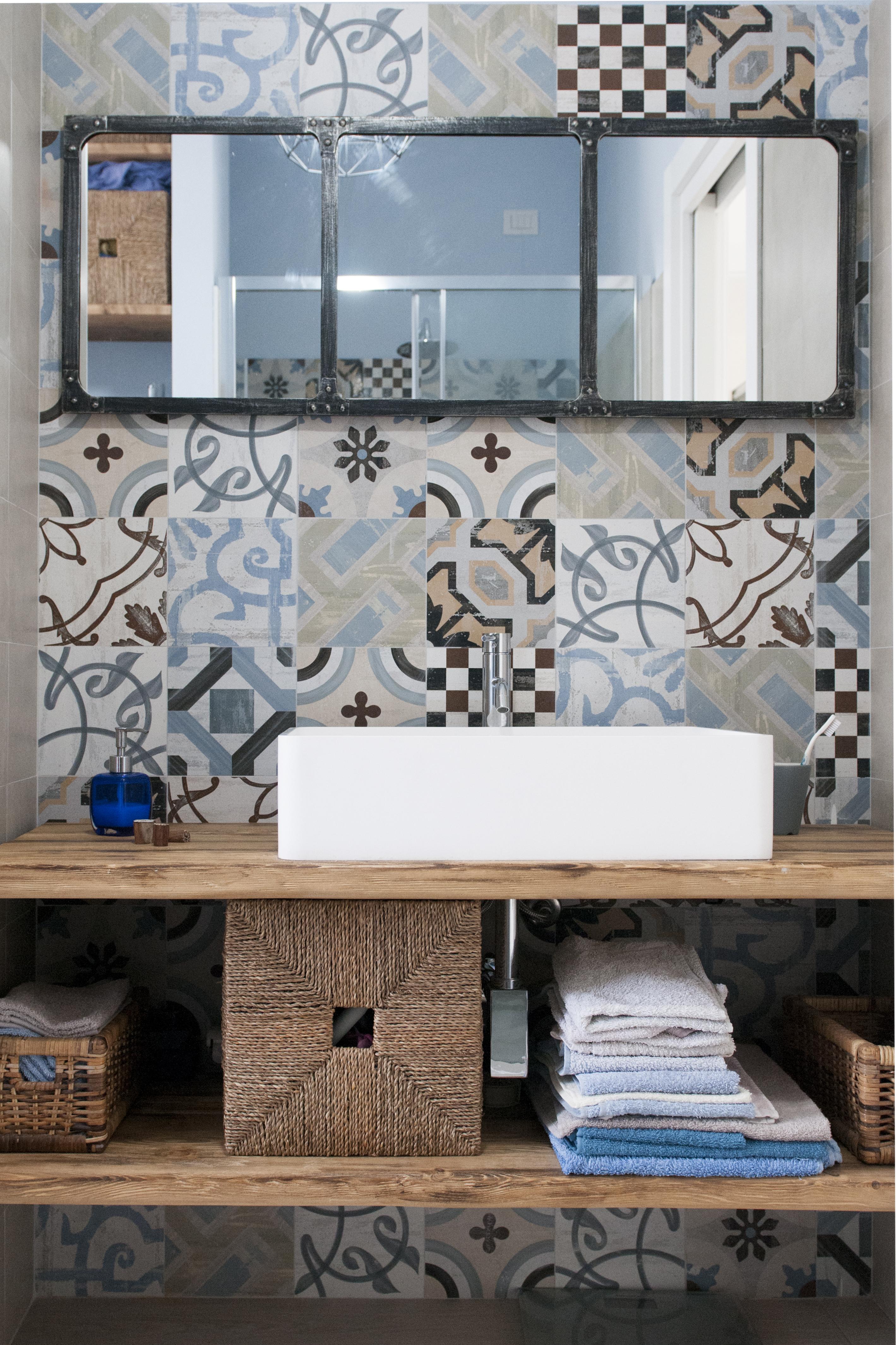 Un bagno in stile eclettico tanti stili in un solo spazio for Piani in stile louisiana