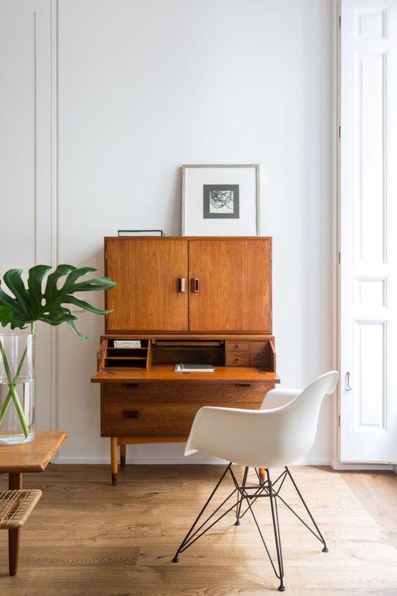 angolo-studio-secretaire-soggiorno
