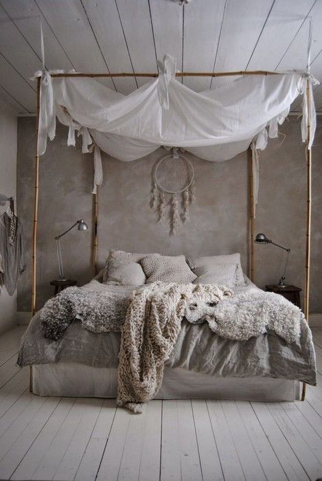 camera romantica con letto a baldacchino